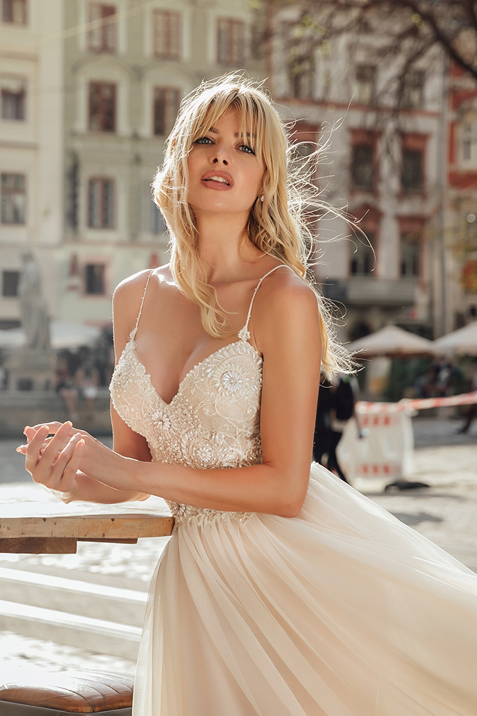 Wedding dresses Barb Collection  City Passion  Silhouette  A Line  Color  Blush  Ivory  Neckline  Sweetheart  Sleeves  Spaghetti Straps  Train  With train - foto 3