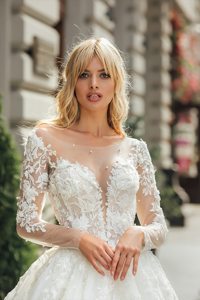 Wedding dresses Martin Collection  City Passion  Silhouette  A Line  Color  Ivory  Neckline  Portrait (V-neck)  Sleeves  Long Sleeves  Fitted  Train  With train - foto 4