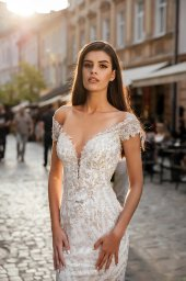 Wedding dresses Garsy Collection  City Passion  Silhouette  Fitted  Color  Blush  Ivory  Neckline  Portrait (V-neck)  Sleeves  Wide straps  Train  No train - foto 3
