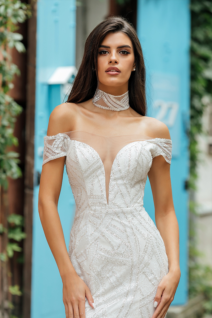 Wedding dresses Crisy Collection  City Passion  Silhouette  Fitted  Color  Silver  Ivory  Neckline  Portrait (V-neck)  Illusion  Sleeves  Wide straps  Off the Shoulder Sleeves  Train  With train - foto 5
