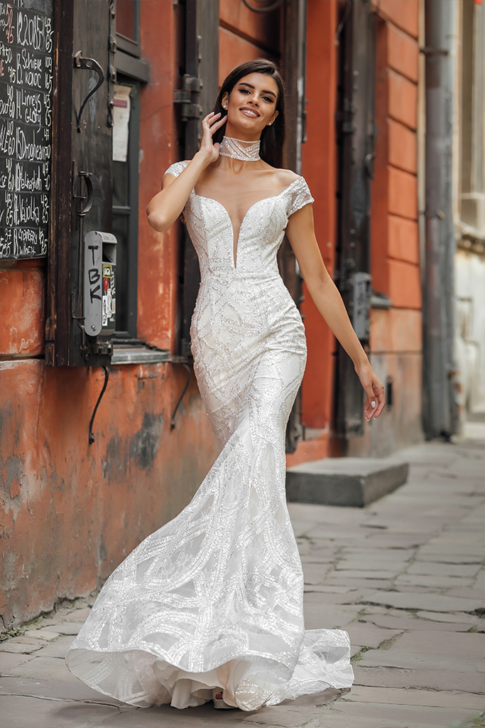 Wedding dresses Crisy Collection  City Passion  Silhouette  Fitted  Color  Silver  Ivory  Neckline  Portrait (V-neck)  Illusion  Sleeves  Wide straps  Off the Shoulder Sleeves  Train  With train - foto 6