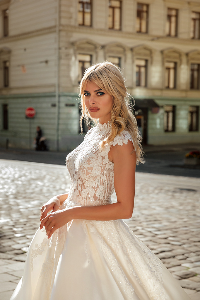 Wedding dresses Bethany Collection  City Passion  Silhouette  A Line  Color  Blush  Ivory  Neckline  Mandarin  Sleeves  Petal  Train  With train - foto 2