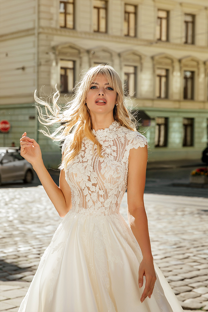 Wedding dresses Bethany Collection  City Passion  Silhouette  A Line  Color  Blush  Ivory  Neckline  Mandarin  Sleeves  Petal  Train  With train - foto 5