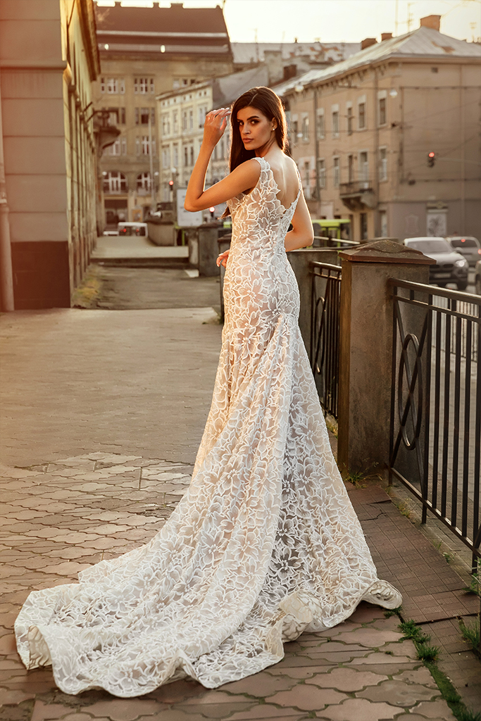 Wedding dresses Cameron Collection  City Passion  Silhouette  Fitted  Color  Ivory  Neckline  Portrait (V-neck)  Sleeves  Wide straps  Train  With train - foto 2