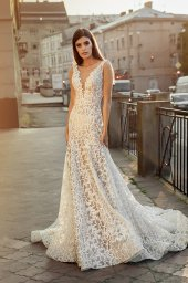 Wedding dresses Cameron Collection  City Passion  Silhouette  Fitted  Color  Ivory  Neckline  Portrait (V-neck)  Sleeves  Wide straps  Train  With train - foto 3