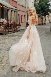 Wedding dresses Charlize Collection  City Passion  Silhouette  A Line  Color  Blush  Ivory  Neckline  Sweetheart  Sleeves  Wide straps  Train  With train - foto 4