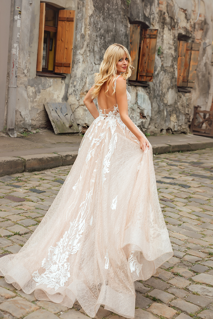 Wedding dresses Charlize Collection  City Passion  Silhouette  A Line  Color  Blush  Ivory  Neckline  Sweetheart  Sleeves  Wide straps  Train  With train - foto 5