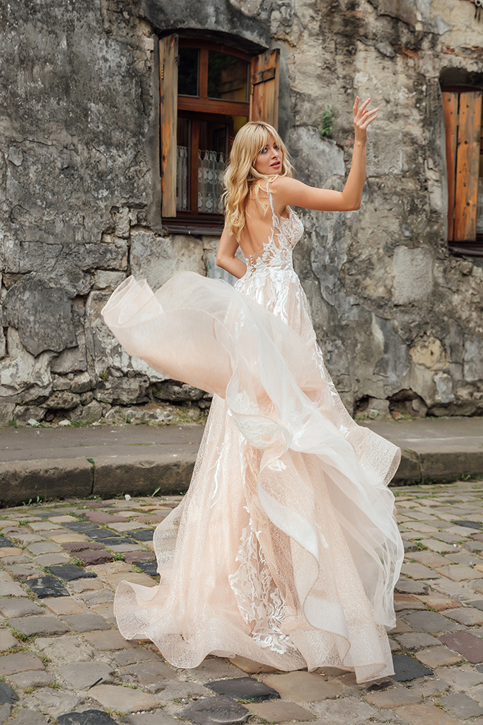 Wedding dresses Charlize Collection  City Passion  Silhouette  A Line  Color  Blush  Ivory  Neckline  Sweetheart  Sleeves  Wide straps  Train  With train - foto 6