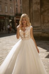 Wedding dresses Valerie Collection  City Passion  Silhouette  Ball Gown  Color  Blush  Ivory  Neckline  Portrait (V-neck)  Sleeves  Wide straps  Train  With train - foto 3