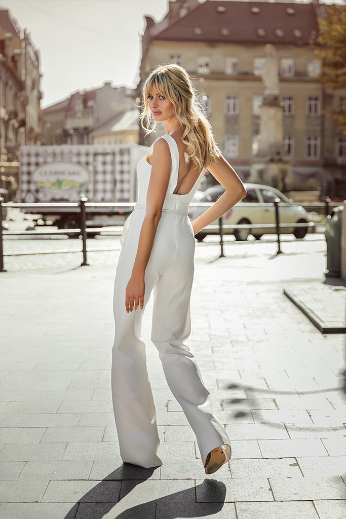 KY Atelier Dezire Collection  City Passion  Silhouette  Sheath  Color  Ivory  Neckline  Straight  Sleeves  Wide straps  Train  No train - foto 2