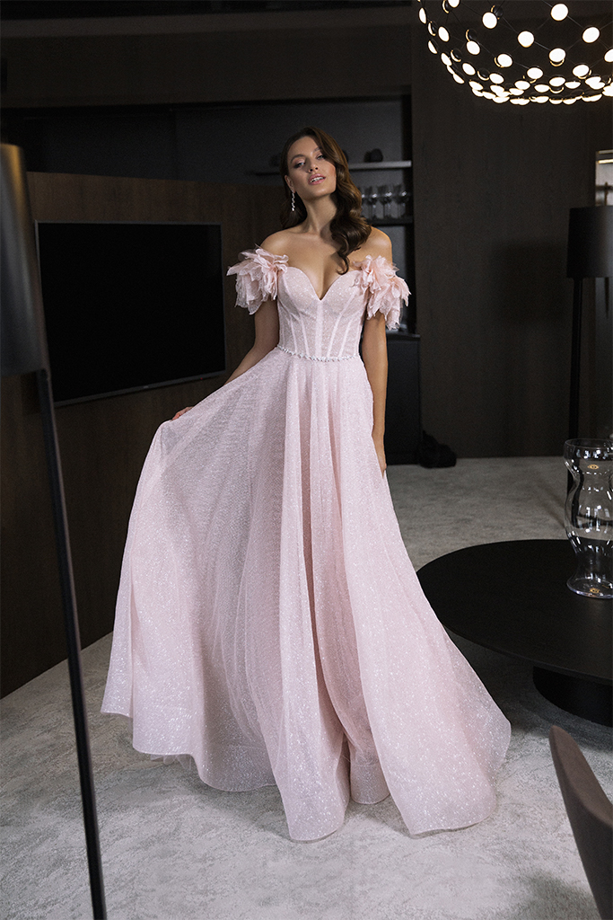Evening Dresses 1830 Silhouette  A Line  Color  Pink  Neckline  Sweetheart  Sleeves  Wide straps  Off the Shoulder Sleeves  Train  No train - foto 4