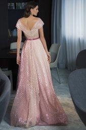Evening Dresses 1786 Silhouette  A Line  Color  Pink  Neckline  Portrait (V-neck)  Sleeves  Wide straps  Off the Shoulder Sleeves  Train  No train - foto 3
