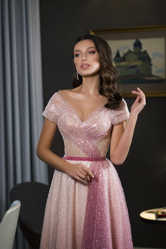 Evening Dresses 1786 Silhouette  A Line  Color  Pink  Neckline  Portrait (V-neck)  Sleeves  Wide straps  Off the Shoulder Sleeves  Train  No train - foto 2