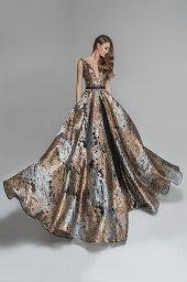 Evening Dresses 1780 Silhouette  A Line  Color  Gold  Neckline  Portrait (V-neck)  Sleeves  Wide straps  Train  No train - foto 5
