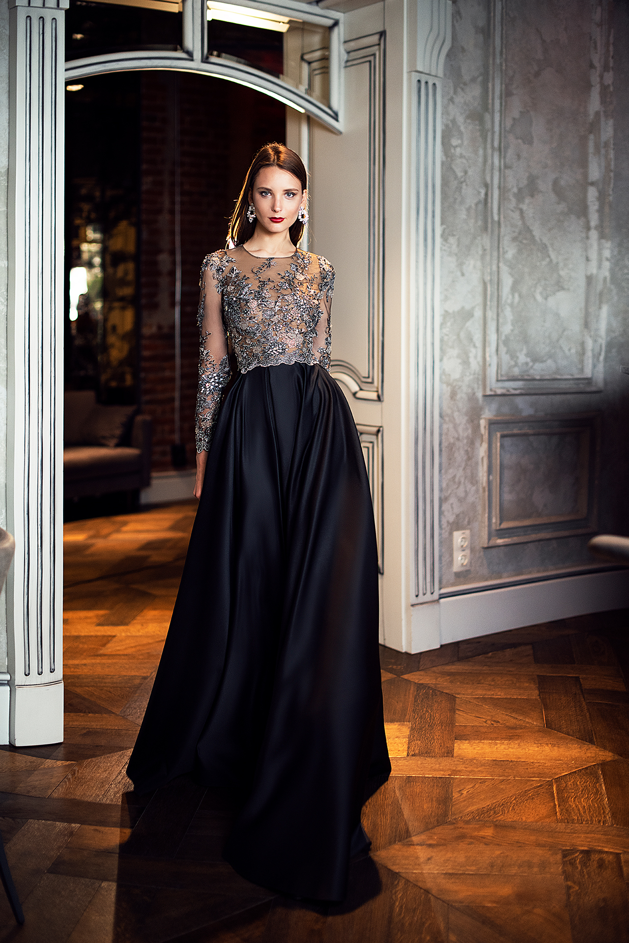 Evening gowns S-1392 Silhouette  A Line  Color  Black  Neckline  Jewel  Sleeves  Long Sleeves  Fitted  Train  No train - foto 2