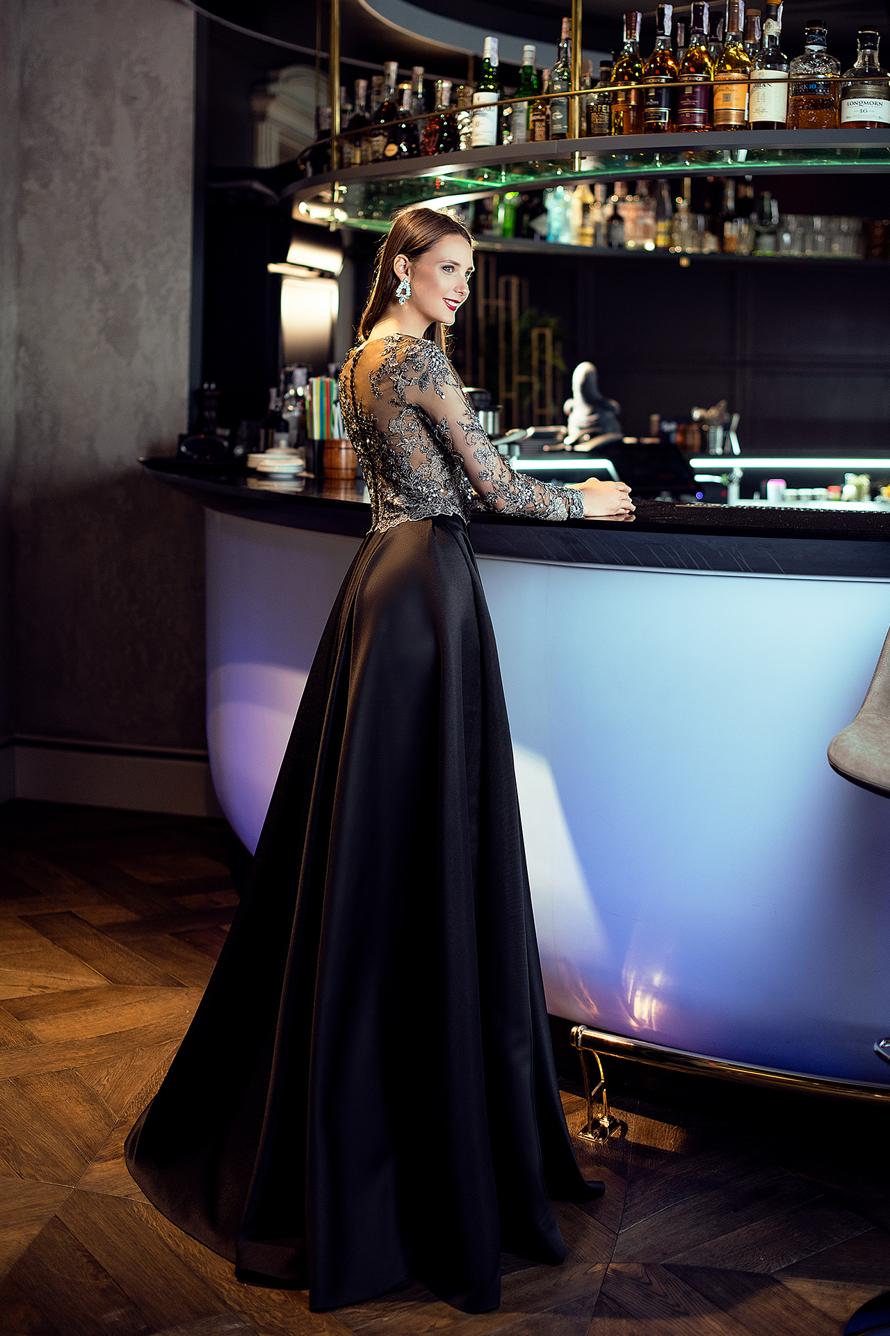 Evening gowns S-1392 Silhouette  A Line  Color  Black  Neckline  Jewel  Sleeves  Long Sleeves  Fitted  Train  No train - foto 4