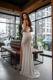 Wedding dresses Antony Collection  Gloss Glass  Silhouette  Fitted  Color  Ivory  Neckline  Straight  Sleeves  Spaghetti Straps  Train  No train - foto 3