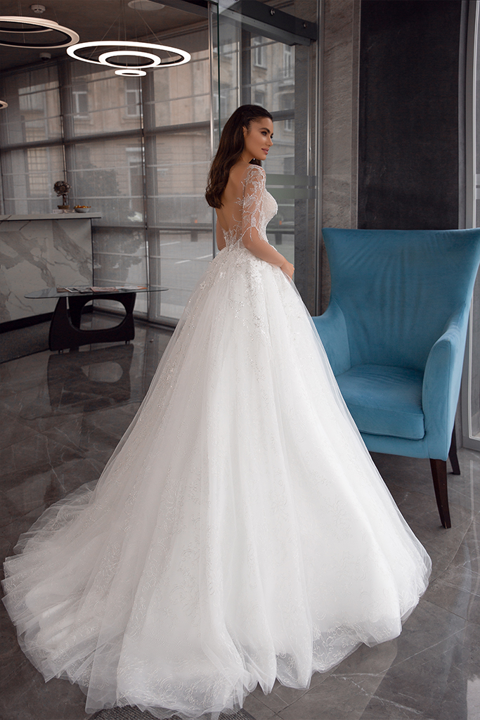 Wedding dresses Bella Collection  Gloss  Silhouette  Ball Gown  Color  Ivory  Neckline  Sweetheart  Sleeves  Long Sleeves  Fitted  Train  With train - foto 3