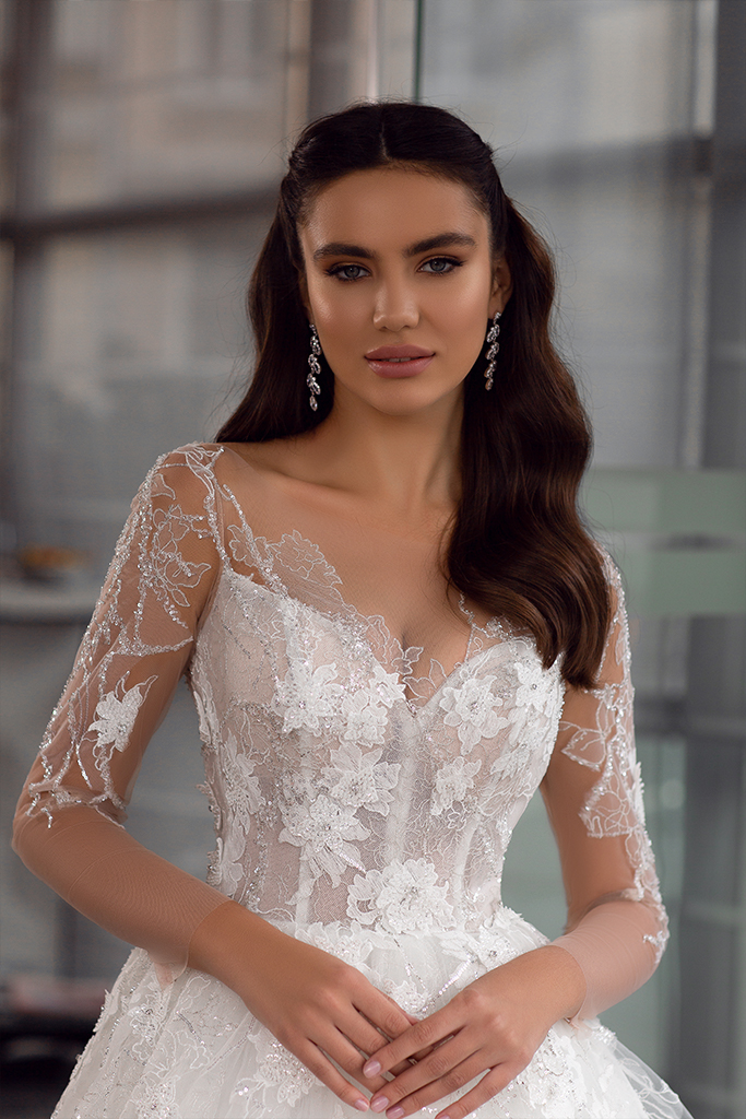 Wedding dresses Bella Collection  Gloss  Silhouette  Ball Gown  Color  Ivory  Neckline  Sweetheart  Sleeves  Long Sleeves  Fitted  Train  With train - foto 2