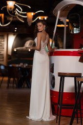Wedding dresses Catrice Collection  Gloss  Silhouette  Sheath  Color  Blush  Ivory  Neckline  Portrait (V-neck)  Sleeves  Wide straps  Illusion Straps  Train  With train - foto 3