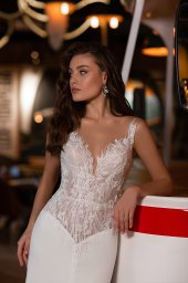 Wedding dresses Catrice Collection  Gloss  Silhouette  Sheath  Color  Blush  Ivory  Neckline  Portrait (V-neck)  Sleeves  Wide straps  Illusion Straps  Train  With train - foto 2