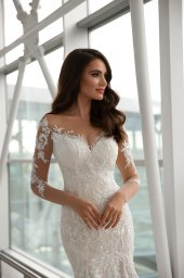 Wedding dresses Cortney Collection  Gloss  Silhouette  Fitted  Color  Ivory  Neckline  Sweetheart  Sleeves  Long Sleeves  Fitted  Train  With train - foto 2