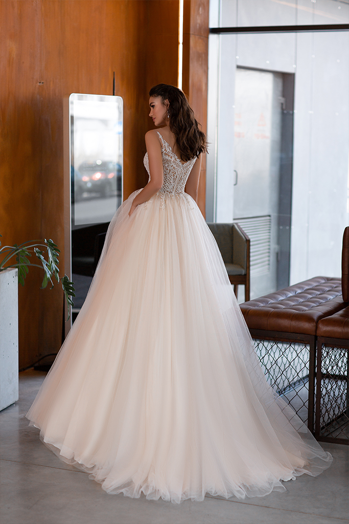 Wedding dresses Etni Collection  Gloss  Silhouette  A Line  Color  Blush  Ivory  Neckline  Portrait (V-neck)  Sleeves  Spaghetti Straps  Train  With train - foto 3
