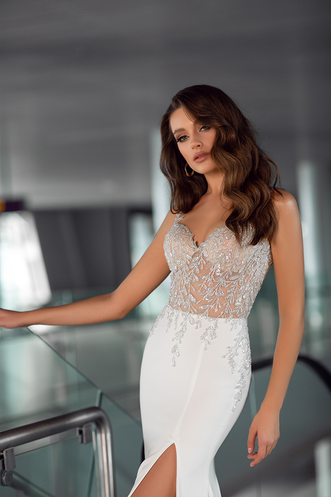 Wedding dresses Greta Collection  Gloss  Silhouette  Sheath  Color  Ivory  Neckline  Sweetheart  Sleeves  Wide straps  Train  With train - foto 3