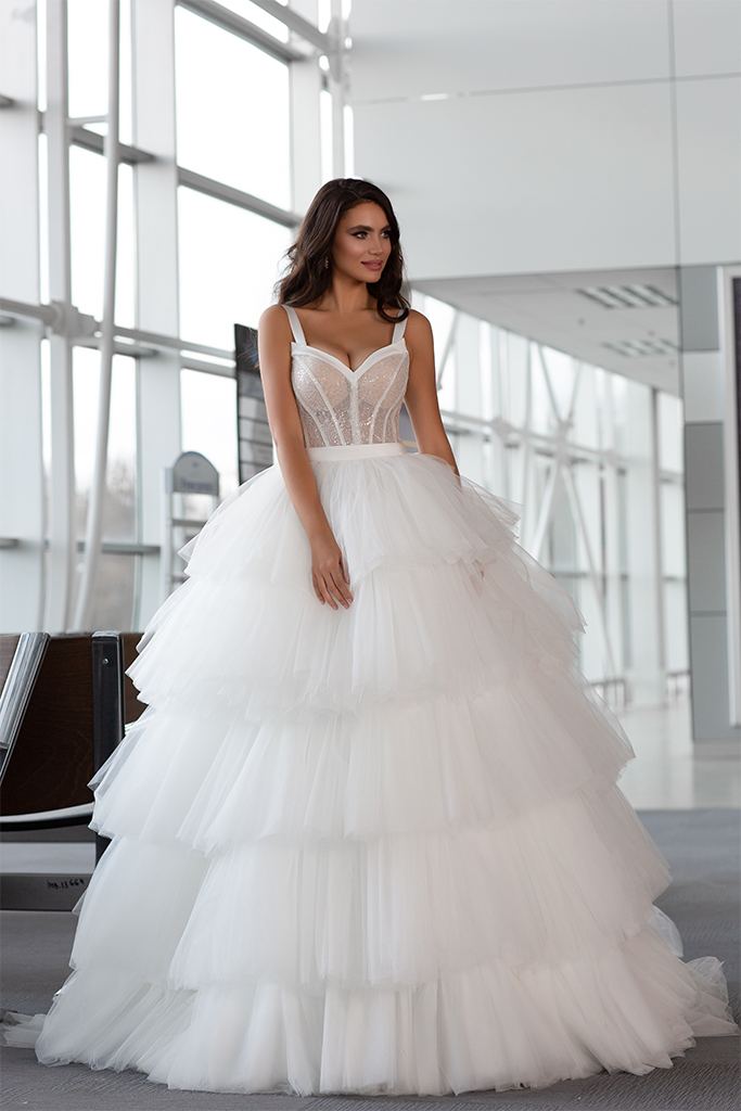 Wedding dresses Jaklin Collection  Gloss  Silhouette  Ball Gown  Color  Ivory  Neckline  Sweetheart  Sleeves  Wide straps  Train  With train - foto 2