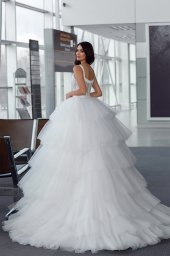 Wedding dresses Jaklin Collection  Gloss  Silhouette  Ball Gown  Color  Ivory  Neckline  Sweetheart  Sleeves  Wide straps  Train  With train - foto 4