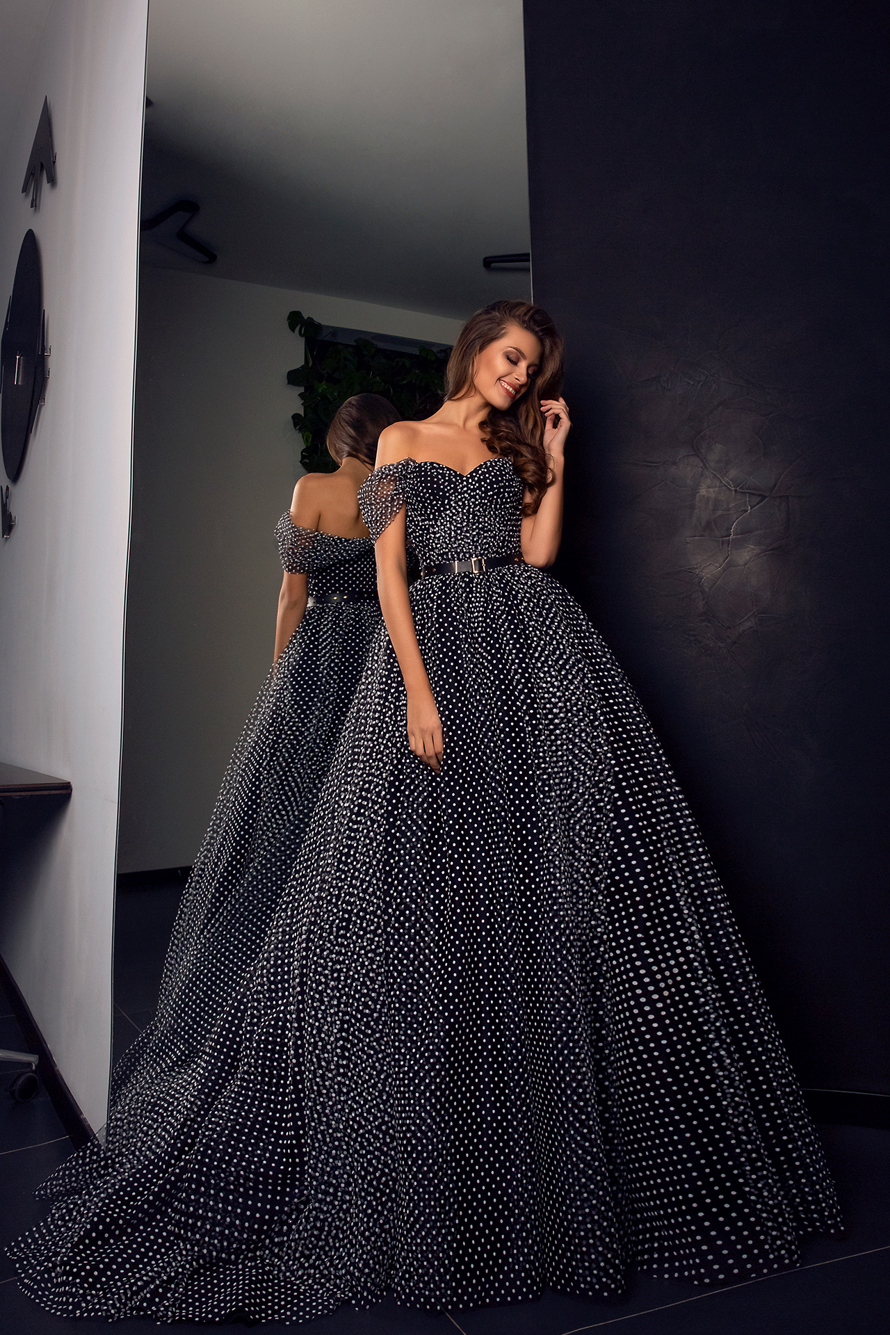 Evening Dresses 1542 Silhouette  A Line  Color  Black  Neckline  Sweetheart  Sleeves  Wide straps  Off the Shoulder Sleeves