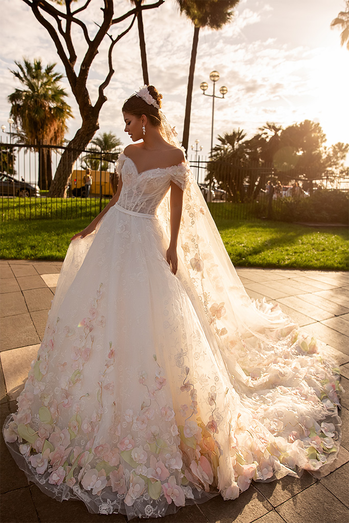 Wedding dresses Cyntia Collection  Côte d'Azur  Silhouette  A Line  Color  Ivory  Neckline  Sweetheart  Sleeves  Wide straps  Off the Shoulder Sleeves  Train  With train