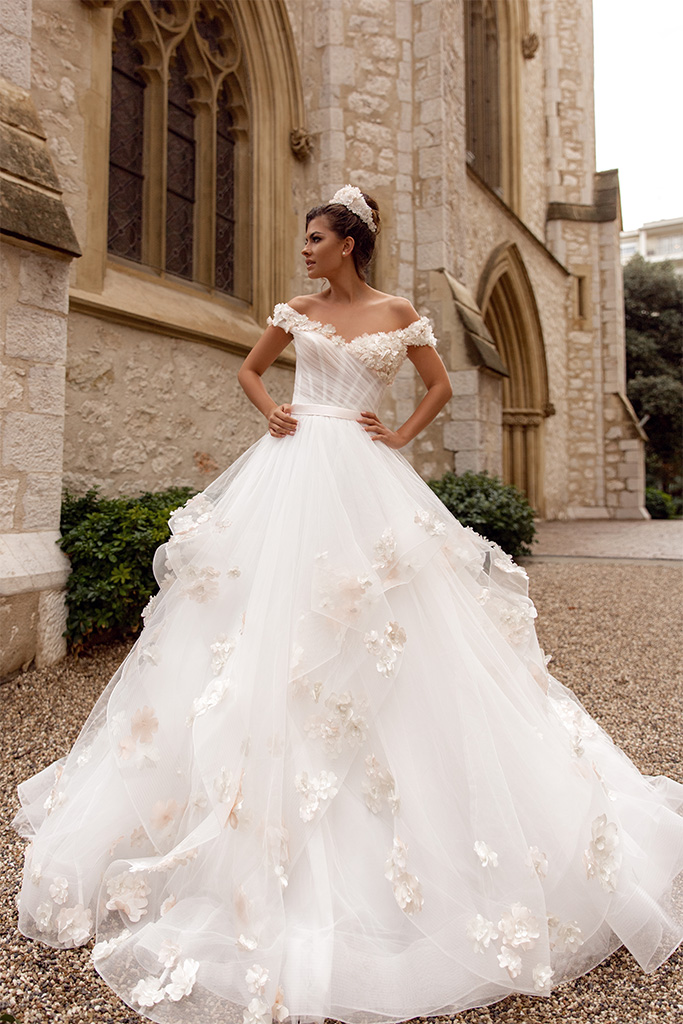 Wedding dresses Falily Collection  Côte d'Azur  Silhouette  A Line  Color  Ivory  Neckline  Sweetheart  Sleeves  Wide straps  Off the Shoulder Sleeves  Train  With train