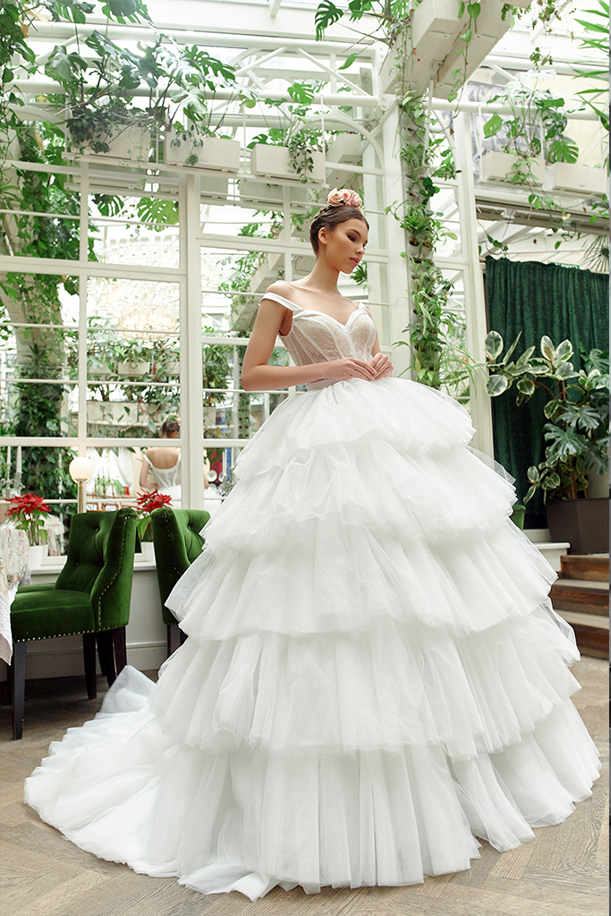 Wedding dresses Jaklin Collection  Gloss  Silhouette  Ball Gown  Color  Ivory  Neckline  Sweetheart  Sleeves  Wide straps  Train  With train