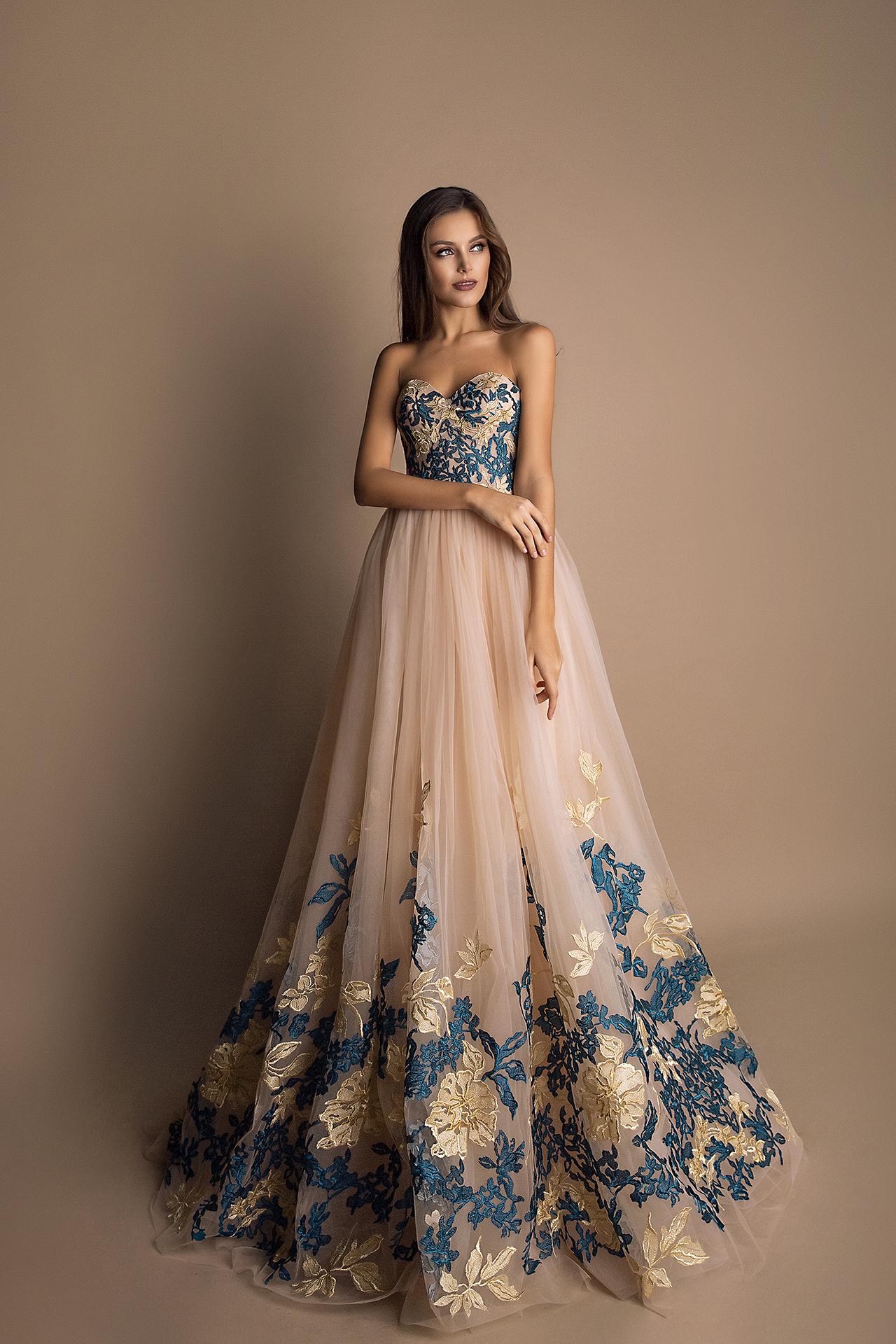 Abendkleider 1592 Silhouette  A-Silhouette  Farbe   Blau  Cremeweiß   Ausschnitt  Herz  Ärmel  ärmellos  Schweif  Ohne Schleppe