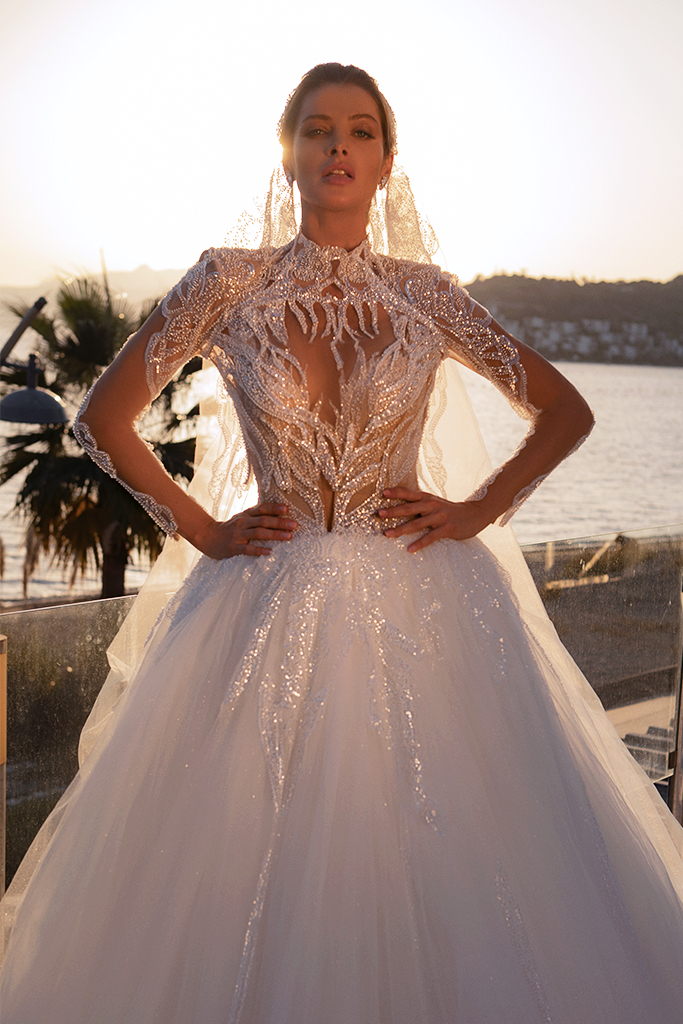 Wedding dresses Diva with cape Silhouette  Ball Gown  Color  Ivory  Neckline  Sweetheart  Sleeves  Sleeveless  Train  With train