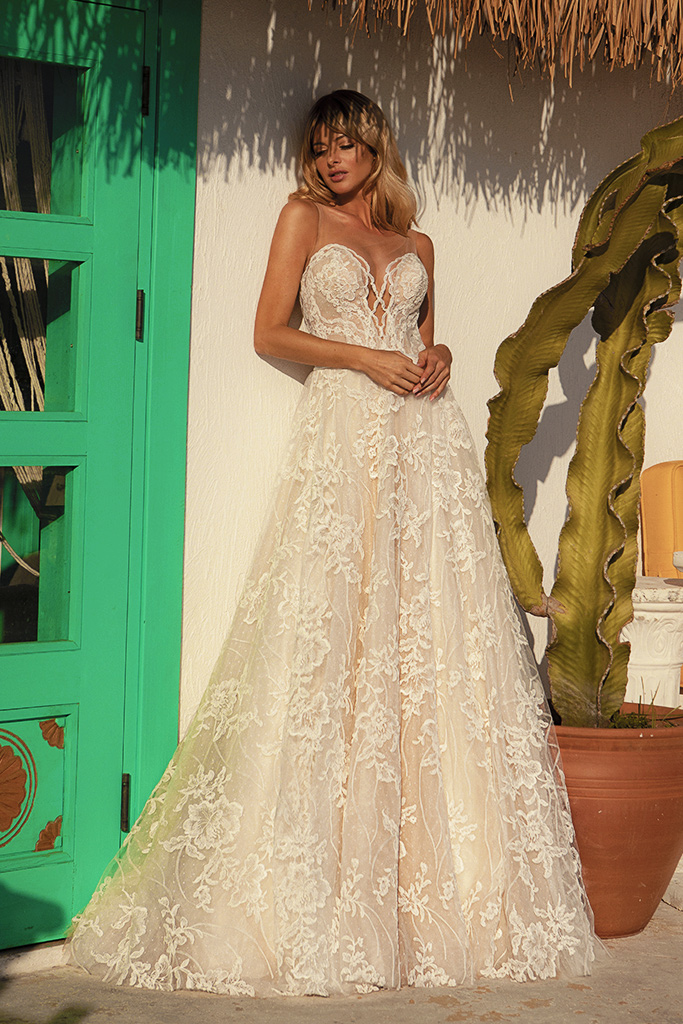 Wedding dresses Vittoria Silhouette  A Line  Color  Ivory-blush  Neckline  Sweetheart  Sleeves  Sleeveless  Train  With train