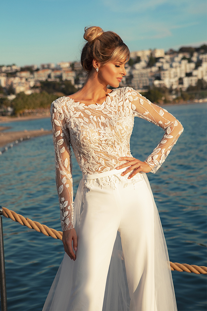 Wedding dresses Sandy Color  Ivory  Neckline  Scoop  Sleeves  Long Sleeves  Train  With train