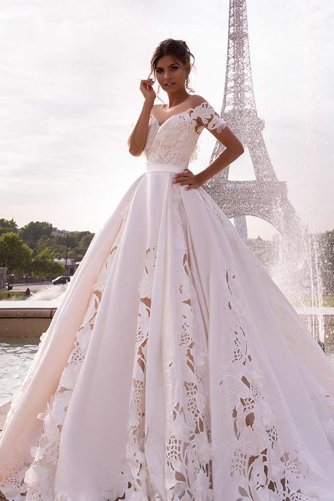 Wedding dress June Silhouette  Ball Gown  Color  Ivory  Neckline  Sweetheart  Sleeves  Off the Shoulder Sleeves  Train  With train