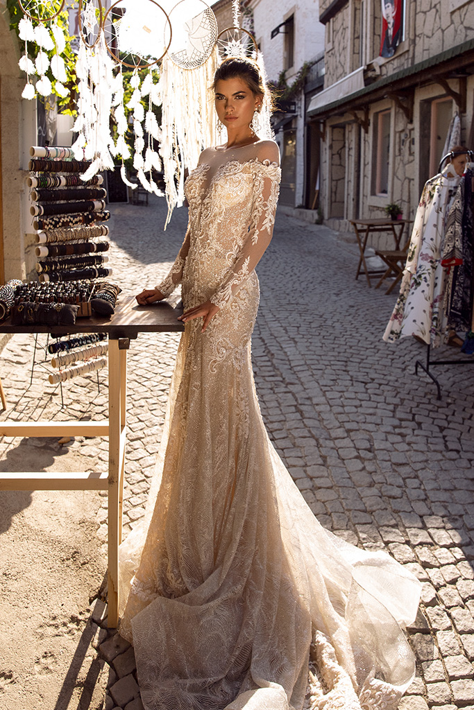 Wedding dress Dorian Silhouette  Fitted  Color  Cappuccino  Neckline  Sweetheart  Sleeves  Long Sleeves  Train  With train