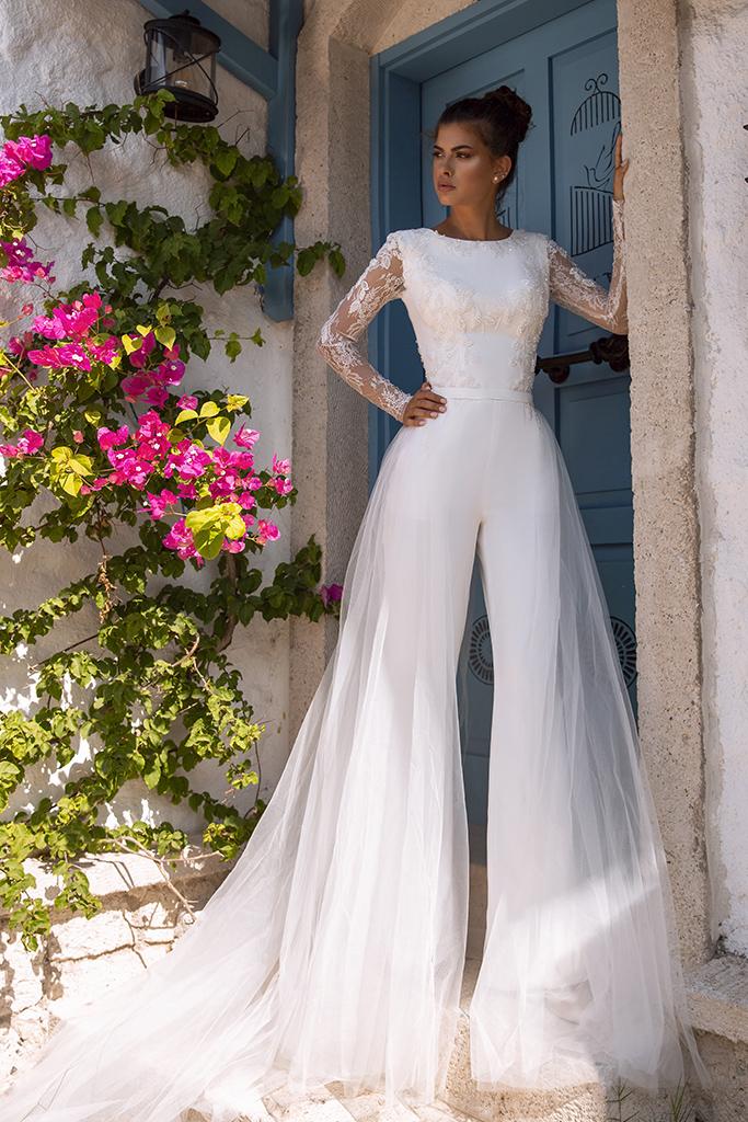 Wedding dress Milano  Color  Ivory  Neckline  Bateau (Boat Neck)  Sleeves  Long Sleeves  Train  Detachable train