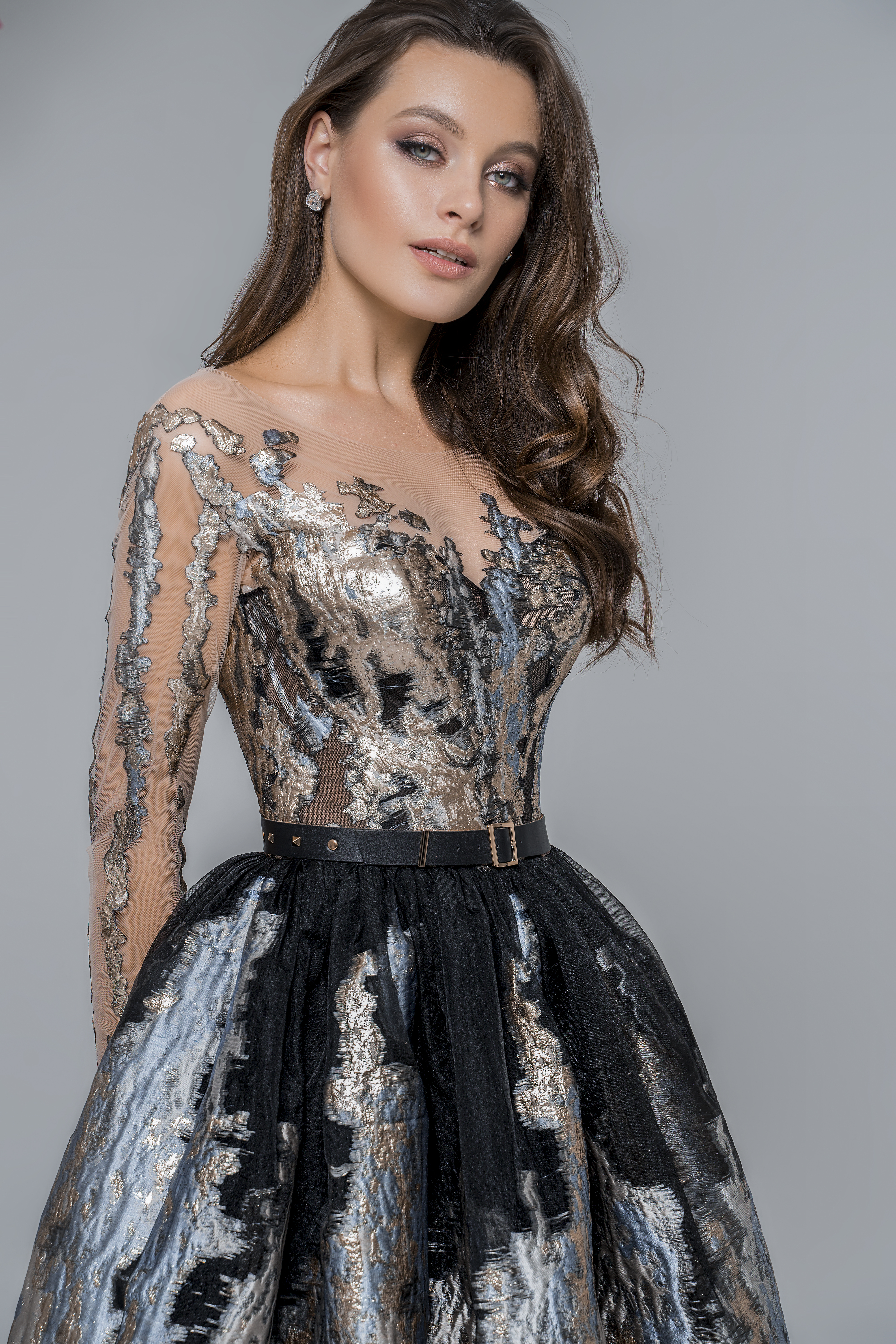 Evening dresses 1818 Silhouette  A Line  Color  Gold  Black  Neckline  Sweetheart  Portrait (V-neck)  Illusion  Sleeves  Long Sleeves  Fitted  Train  No train