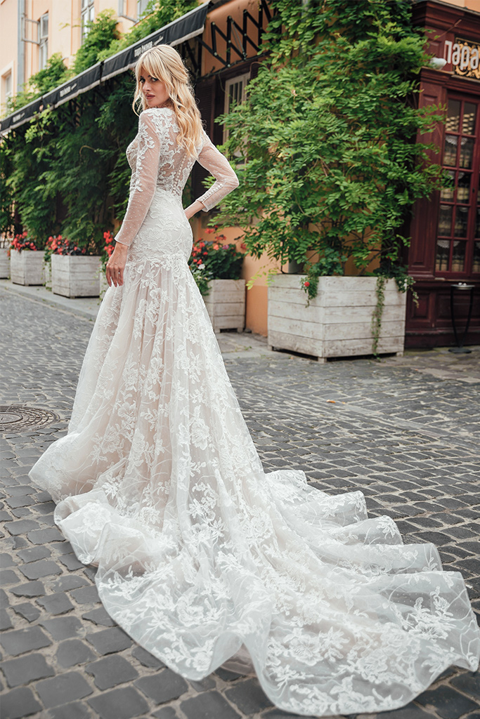 Wedding dress Joel Silhouette  Fitted  Color  Ivory  Neckline  Sweetheart  Sleeves  Long Sleeves  Train  With train