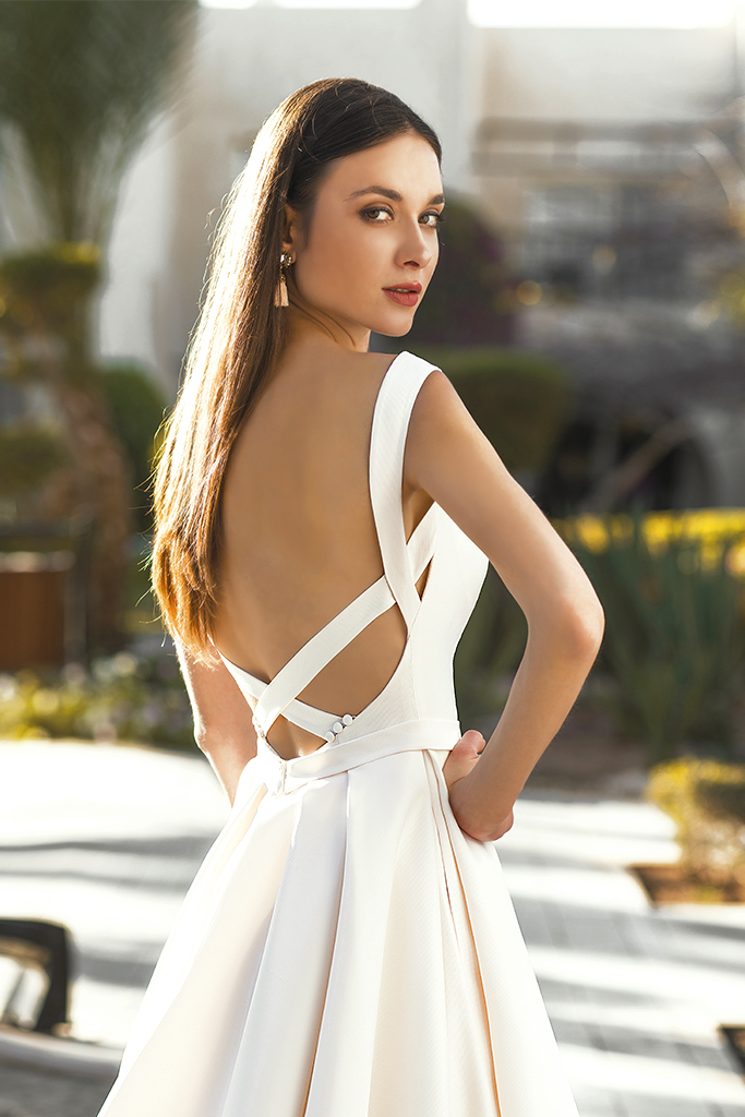 Wedding dress Naddel  Silhouette  A Line  Color  Ivory  Neckline  Bateau (Boat Neck)  Sleeves  Wide straps  Train  With train