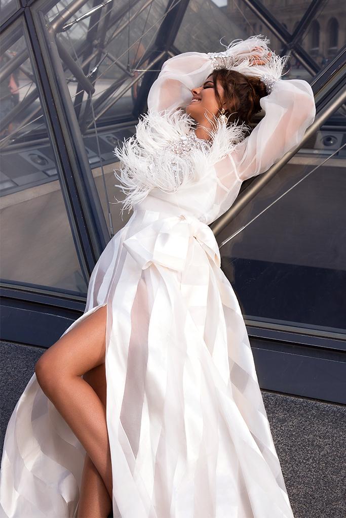 Весільні сукні Tayler-1 Колекція  L`arome de Paris  Силует  А-Силует  Колір  Кремовий  Виріз  Перлина  Рукави  Довгий  Джульєтта  Шлейф  З шлейфом