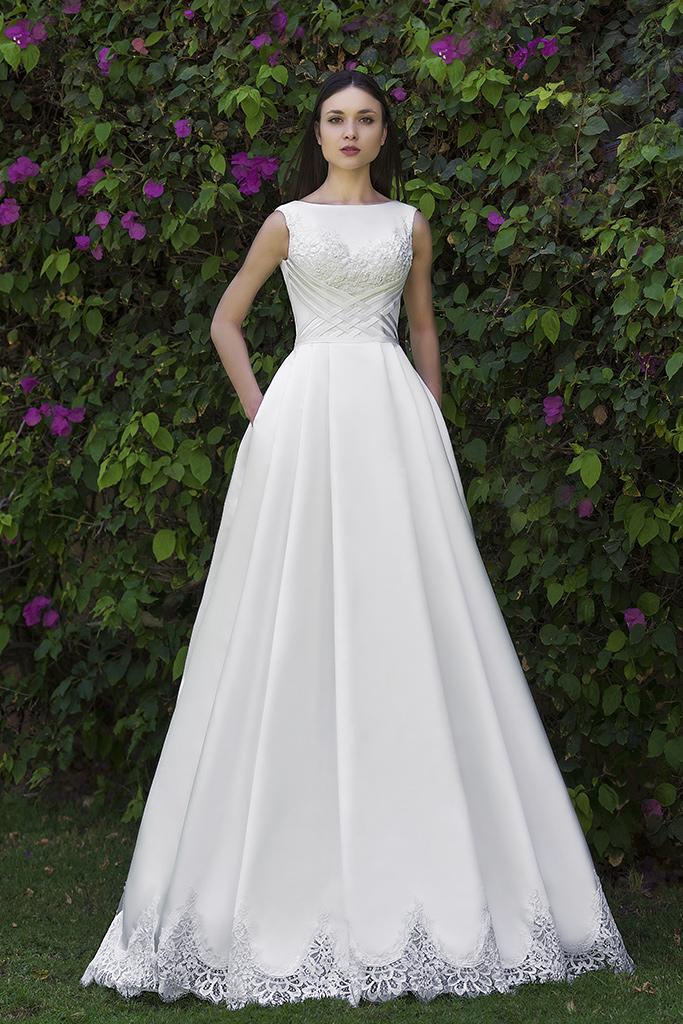 Wedding dress Gretel 侧影  A剪影  颜色   象牙  切口   Bateau(船颈)  袖子   无袖的  拖地后襟  有 衣服的可拆卸系