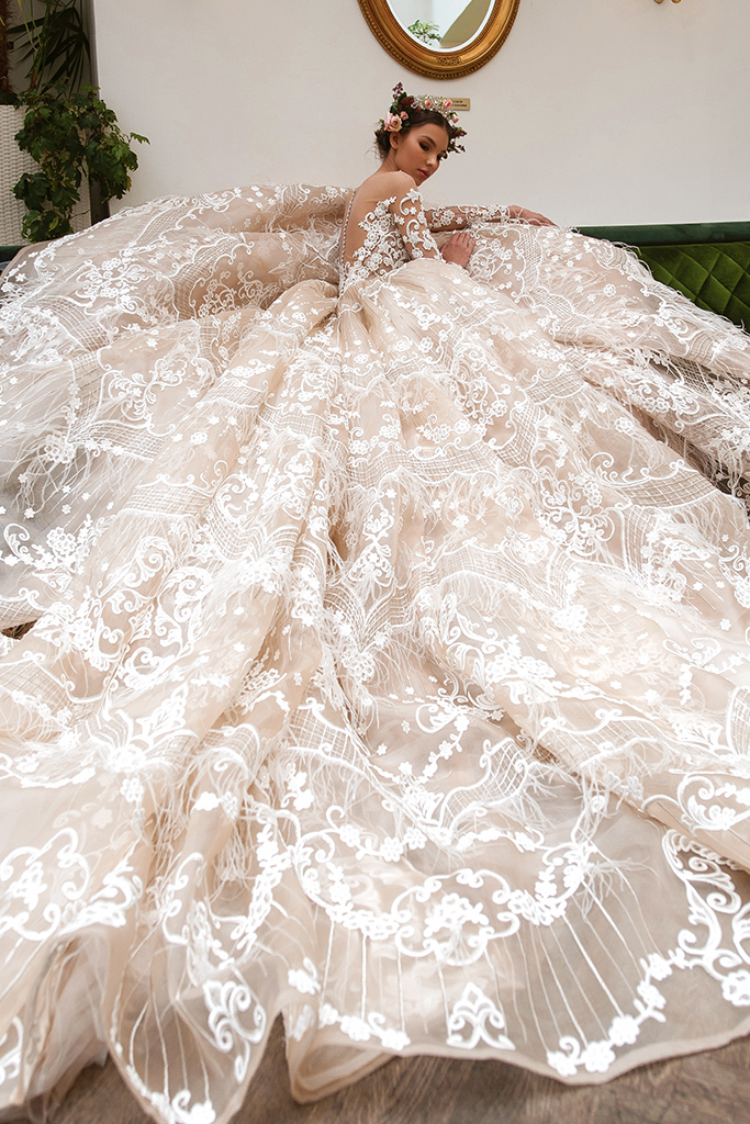 Wedding dress Elizabeth Silhouette  Ball Gown  Color  Cappuccino  Neckline  Sweetheart  Sleeves  Long Sleeves  Train  With train