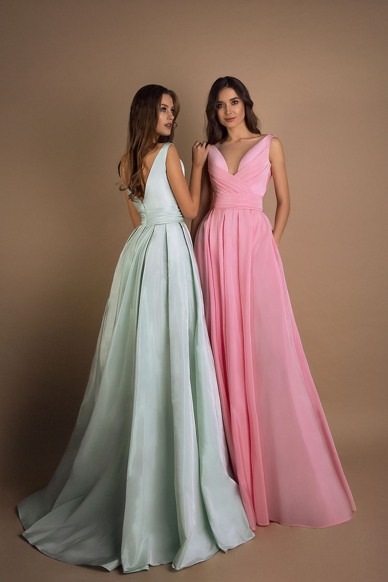Evening gowns 1597 green Silhouette  A Line  Color  Green  Pink  Neckline  Portrait (V-neck)  Sleeves  Wide straps  Train  No train