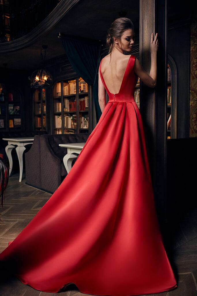 SUKIENKI WIECZOROWE S-1276 Sylwetka  Balowa suknia   Kolor  Red  Dekolt  Prosty  Rękawy  Szerokie ramiączka  Flex  Z trenem