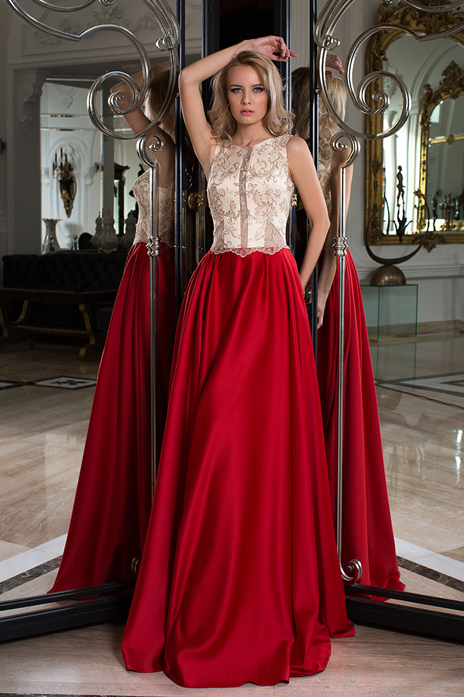 SUKIENKI WIECZOROWE 1046 Sylwetka  Balowa suknia   Kolor  Złoty  Red  Dekolt  Dekolt w łódkę  Rękawy  Szerokie ramiączka  Flex  Bez trenu